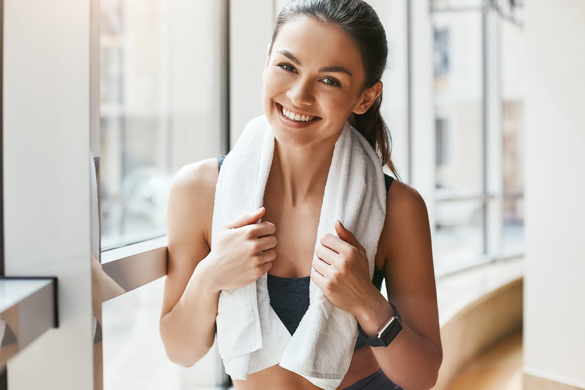 Scheidenflora aufbauen: Frau macht Sport und sollte hinterher die Kleidung wechseln.